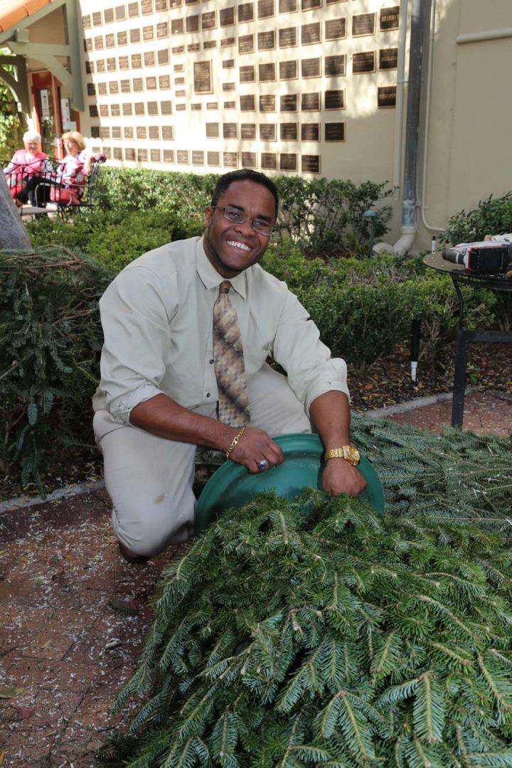 2017-12-17-Greening-of-the-Church (2)