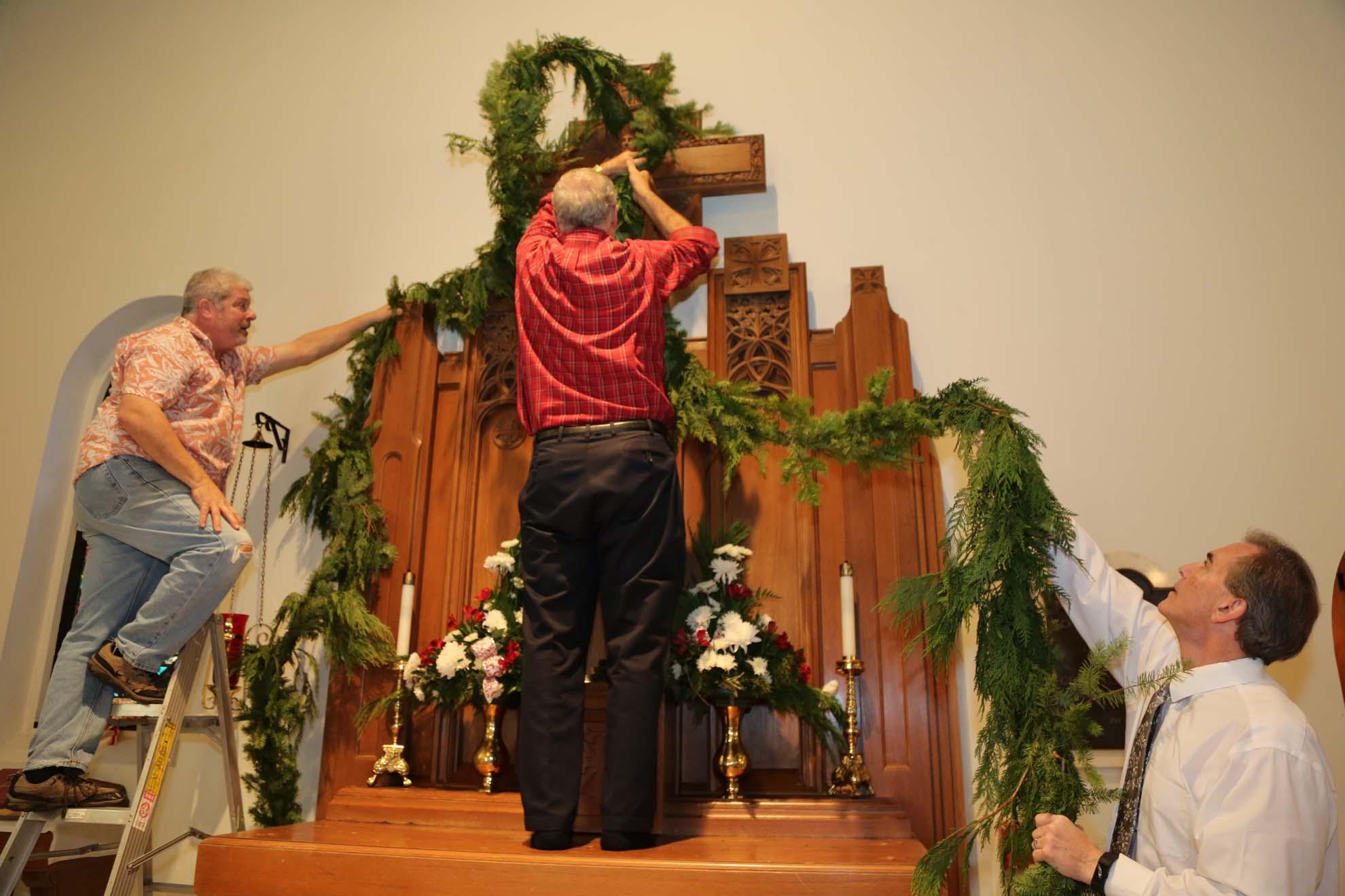 2017-12-17-Greening-of-the-Church (3)